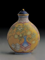 Glass bodied painted enamel snuff bottle with peony design