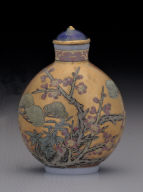 Glass bodied painted enamel snuff bottle with three winter friends design