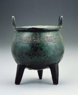Bronze Ding vessel with cloud- and-thunder pattern