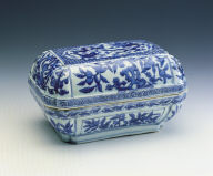 A blue-and-white box with dragon motif
