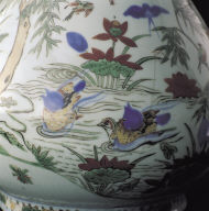 Garlic-head vase with flower and bird decor in wu-cai glaze