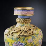Painted enamel vase decorated with coiled dragon